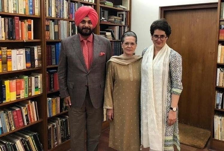 Punjab Congress Crisis: सोनिया गांधी से मिलने दिल्ली रवाना हुए नवजोत सिद्धू, कैप्टन हुए नाराज
