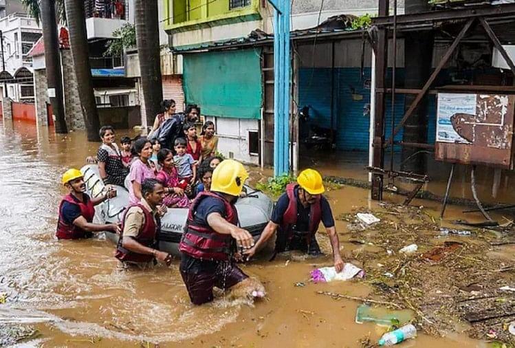 मानसून की बारिश ने बरपाया कहर, 129 लोगों ने गंवाई जान, मलबे में अब भी दबे हैं कई शव