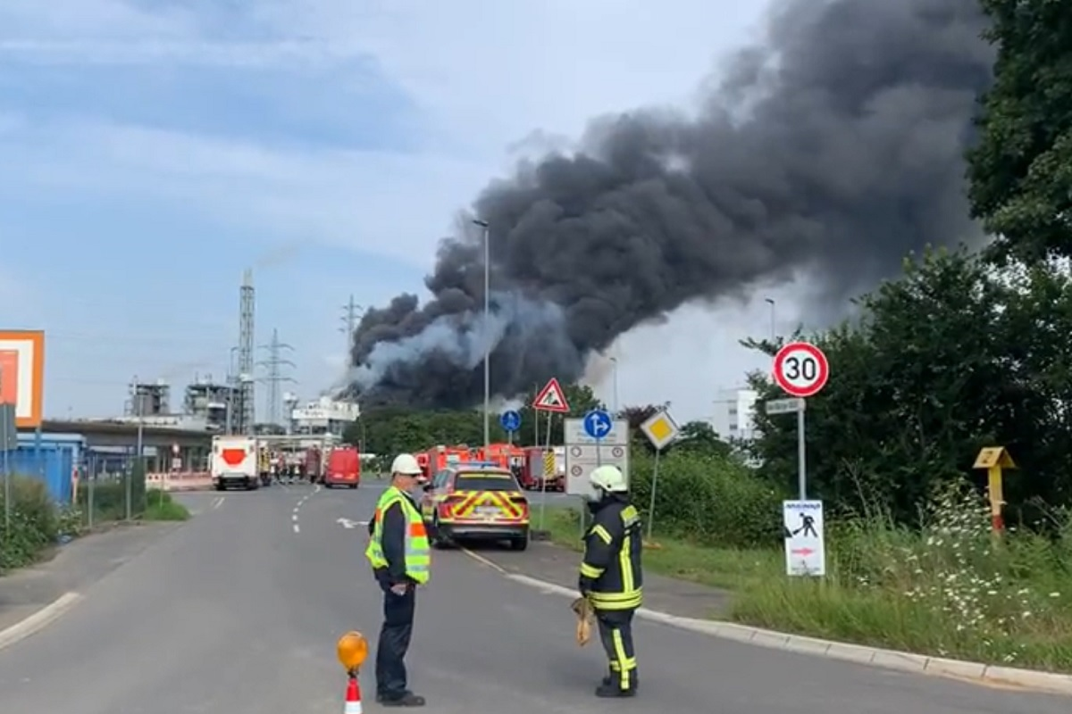 Explosion At Chemical Park In Germany Declared As Extreme Threat News In  Hindi - बड़ा खतरा: जर्मनी के केमिकल पार्क में विस्फोट, कई हाईवे बंद, लोगों  को घर में ही रहने की