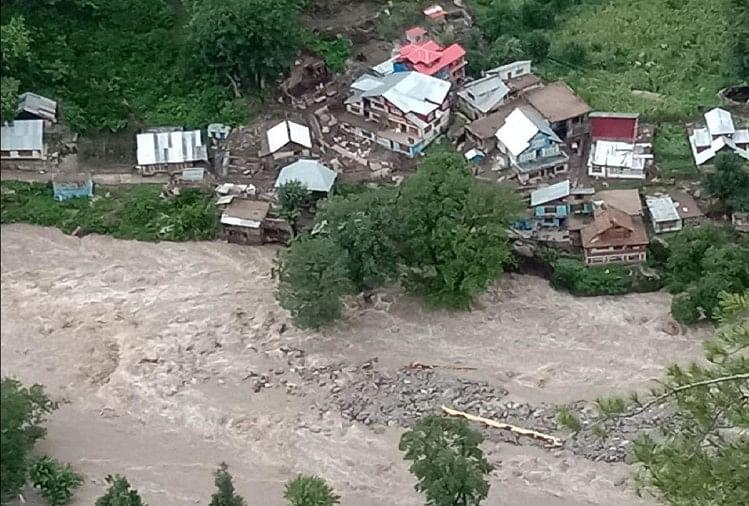 जम्मू-कश्मीर में बड़ा हादसा: किश्तवाड़ में बादल फटने से पांच की मौत, 40 से ज्यादा लोग लापता
