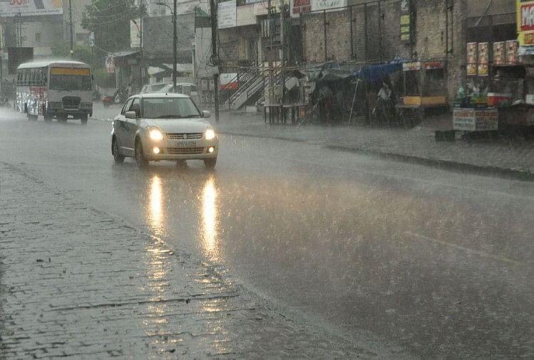 On Monday The Highest Rain In The State In Jhansi - मानसून के रंग : झांसी  में 20 साल का टूटा रिकॉर्ड, 28 घंटे लगातार बारिश - Amar Ujala Hindi News  Live
