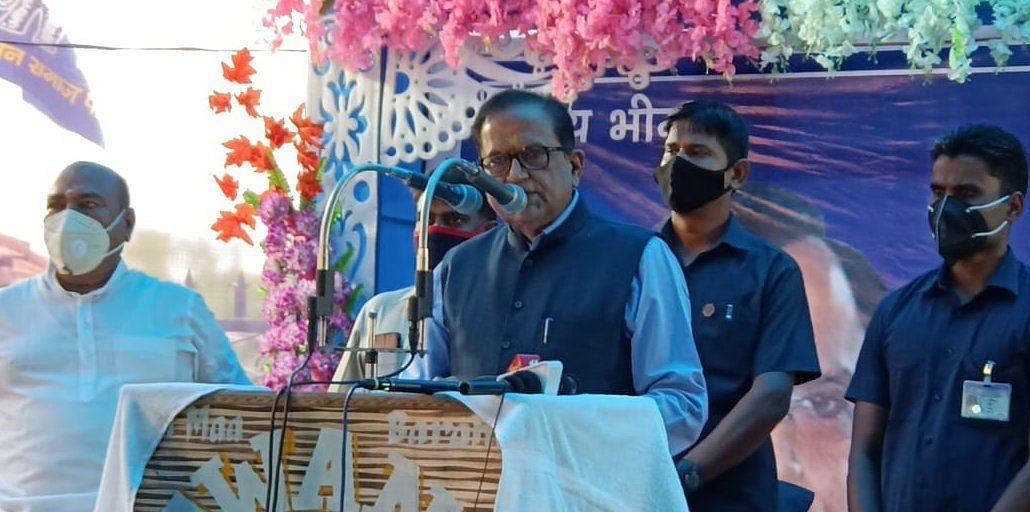 ानीगंज के रामनगर में बसपा द्वारा आयोजित प्रबुद्ध वर्ग सम्मेलन में बोलते राष्ट्रीय महासचिव सतीश