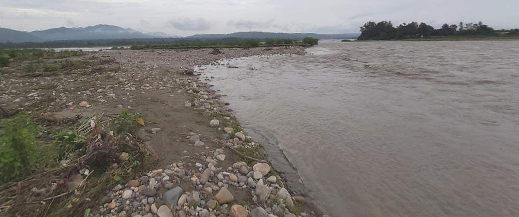 खदरी क्षेत्र में सौंग नदी के जलस्तर बढ़ने से हुआ भू कटाव।