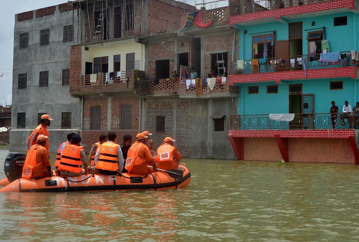 prayagraj news : बघाड़ा क्षेत्र में पानी से घिरा मकान।