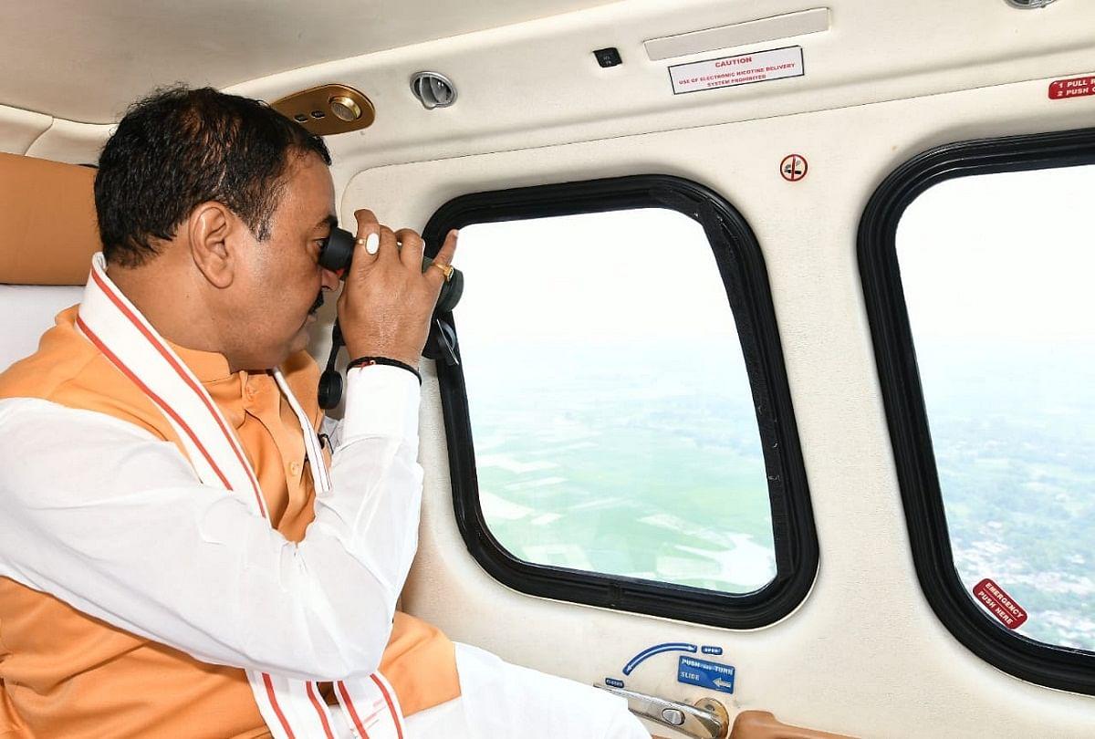 prayagraj news : बाढ़ प्रभावित इलाकों का हवाई सर्वेक्षण करते डिप्टी सीएम केशव प्रसाद मौर्य।