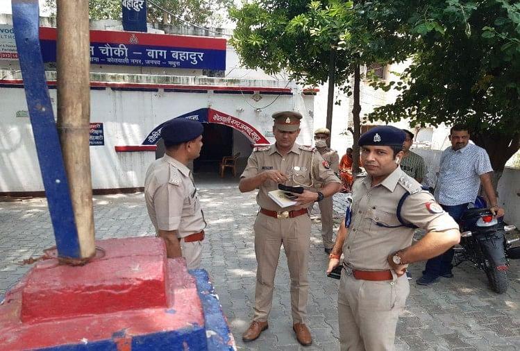 लूट की घटना के बाद पहुंची पुलिस