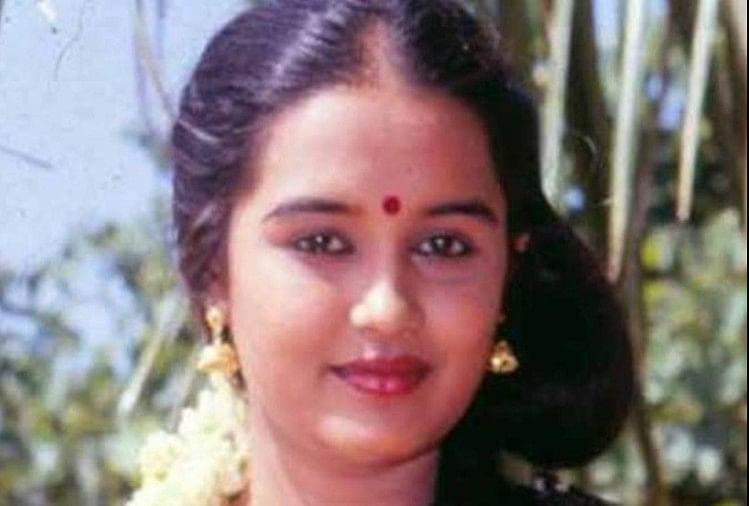 Chithra Passed Away: मशहूर अभिनेत्री चित्रा का 56 की उम्र में दिल का दौरा  पड़ने से निधन - Entertainment News: Amar Ujala