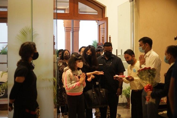 Aishwarya Rai Bachchan reaches Orchha with daughter Aaradhya