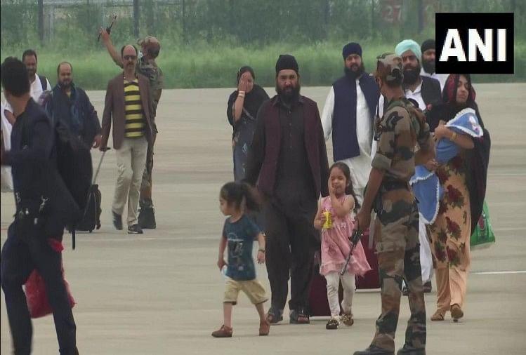 काबुल से दोहा होते हुए भारतीयों का दूसरा जत्था पहुंचा दिल्ली, 146 लोग लौटे स्वदेश