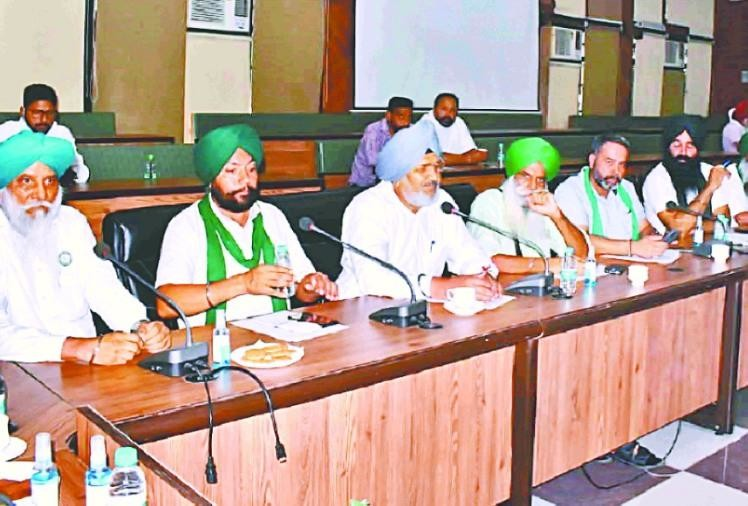 किसानों ने पंजाब बंद की कॉल ली वापस, मुख्यमंत्री के साथ वार्ता आज, रेल ट्रैक व राजमार्ग पर धरना रहेगा जारी