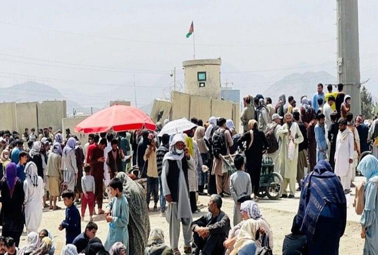 अफगानिस्तान में बदहाली : घर का सामान बेच रहे भूख से बेहाल लोग, पैसा निकासी की सीमा ने और बढ़ाई मुश्किल