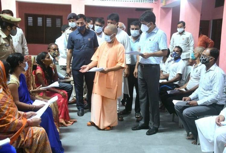 गोरखपुर में सीएम योगी आदित्यनाथ।