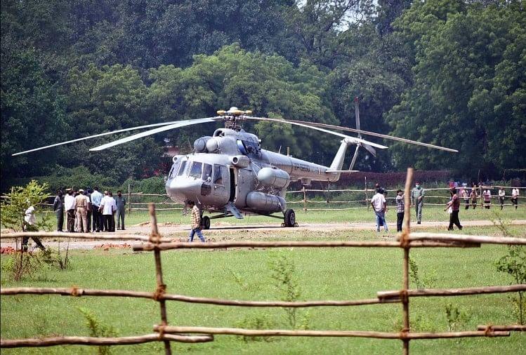 president visit in prayagraj : राष्ट्रपति रामनाथ कोविंद के आगमने के मद्देनजर पोलो ग्राउंड पर सेना ने हेलीकॉप्टर उतारकर किया अभ्यास।