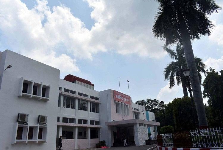 president visit in prayagraj : राष्ट्रपति के आगमन के मद्देनजर सर्किट हाउस में की जा रही तैयारी।