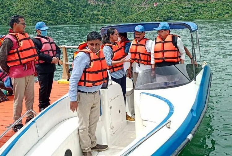 Uttarakhand News: Cm Pushkar Singh Dhami Tehri Visit, Boating In Lake -  उत्तराखंड: मुख्यमंत्री पुष्कर सिंह धामी पहुंचे टिहरी, झील में की बोटिंग, दोपहर  बाद जनसभा को करेंगे ...