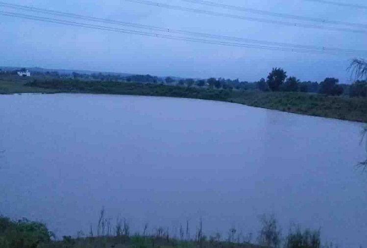 इंदौर: भगवान गणेश की मूर्तियों को तालाब में फेंका, नगर निगम के सात अस्थायी कर्मचारी बर्खास्त