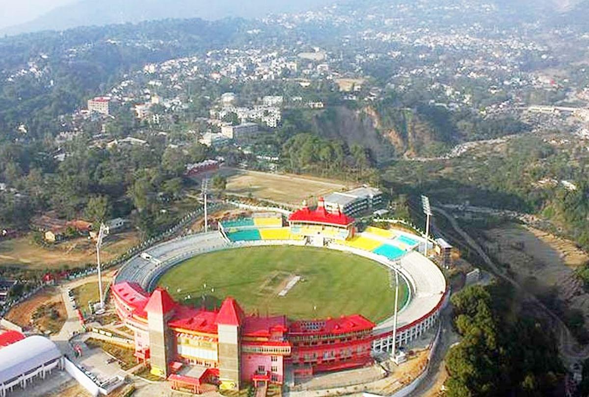 हर साल लीग के दो से तीन मैच यहां स्थित धर्मशाला क्रिकेट स्टेडियम में होते रहे हैं।