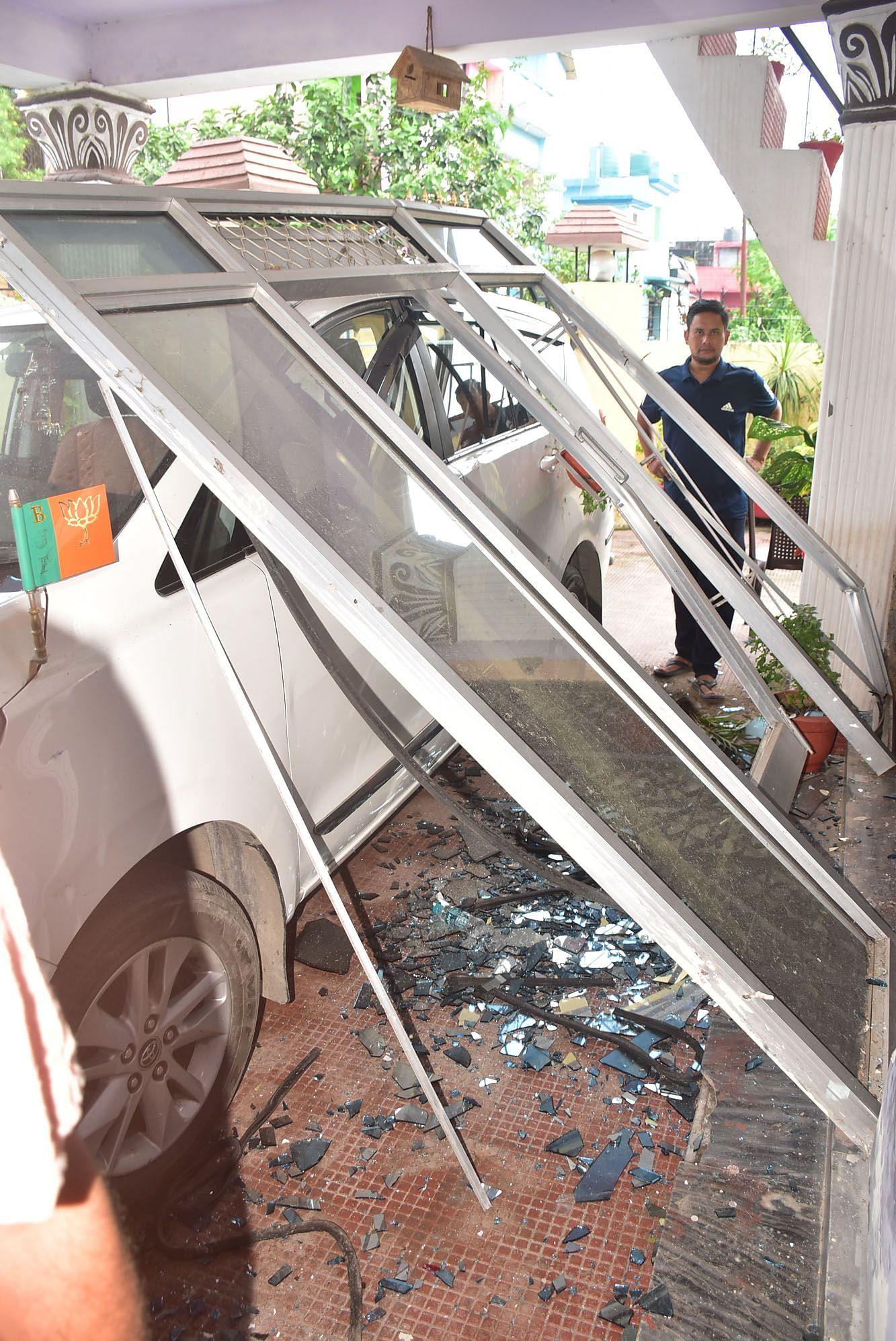 हल्द्वानी में हीरानगर में भाजपा जिलाध्यक्ष प्रदीप बिष्ट के घर में देर रात हुए विस्फोट से उड़ी एल?