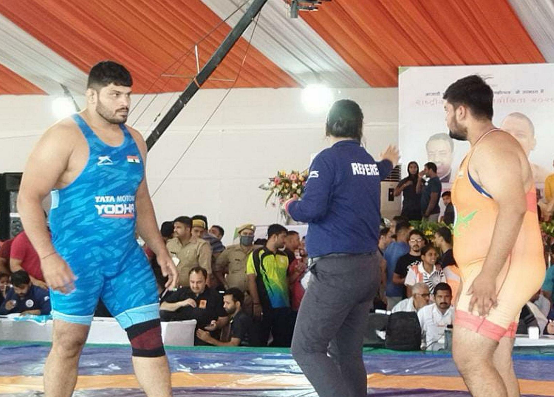 26 : गौरीगंज : कौहार स्थित सैनिक स्कूल परिसर में कुश्ती प्रतियोगिता के दौरान प्रतिभा का प्रदर्शन कर