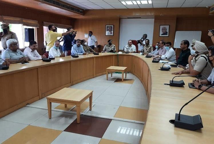 अधिकारियों ने उद्योगपतियों के साथ की चर्चा, बैठक में नहीं आए किसान