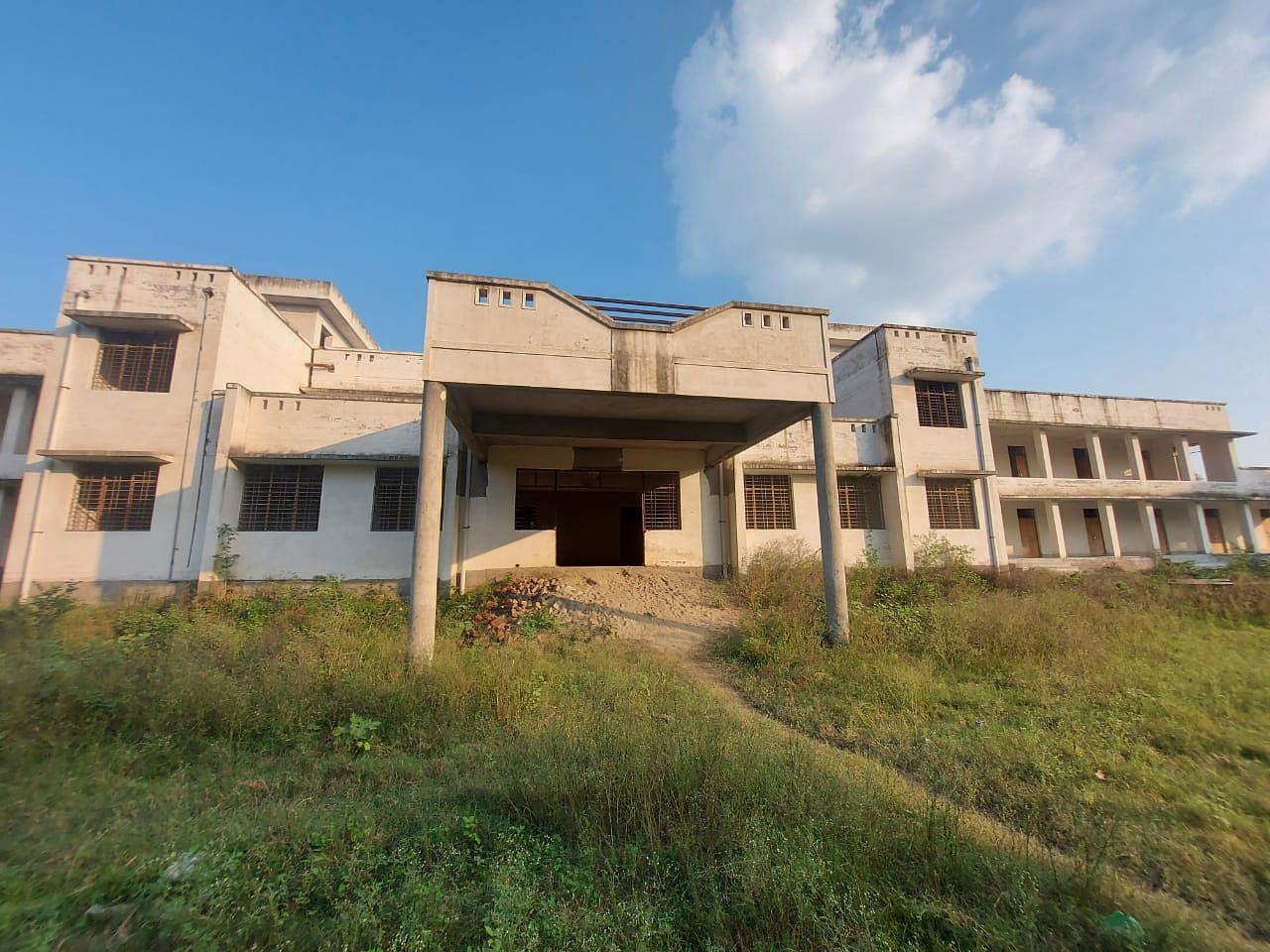 कुतुबपुर में तैयार राजकीय इंटर कॉलेज का भवन