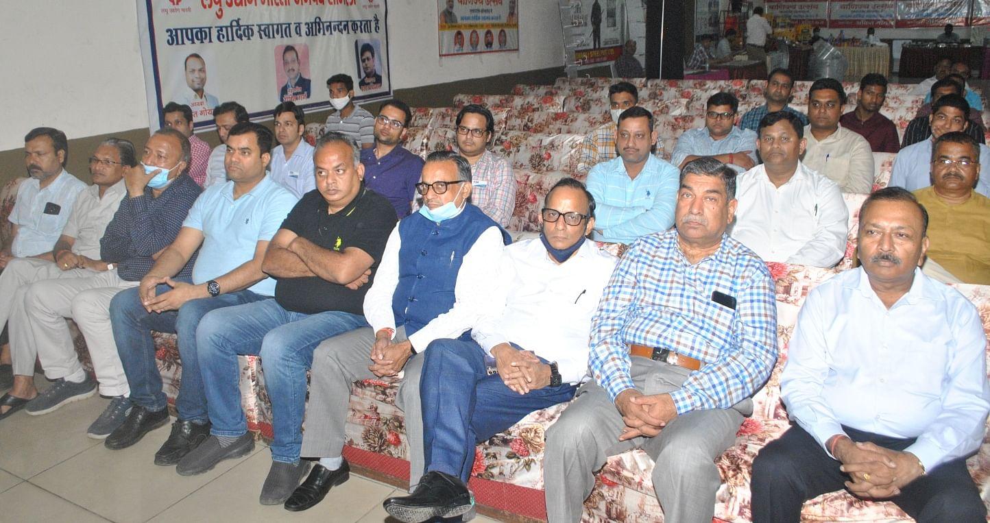 शामली दिल्ली रोड पर आयोजित कार्यक्रम में  भाग लेते उद्यमी
