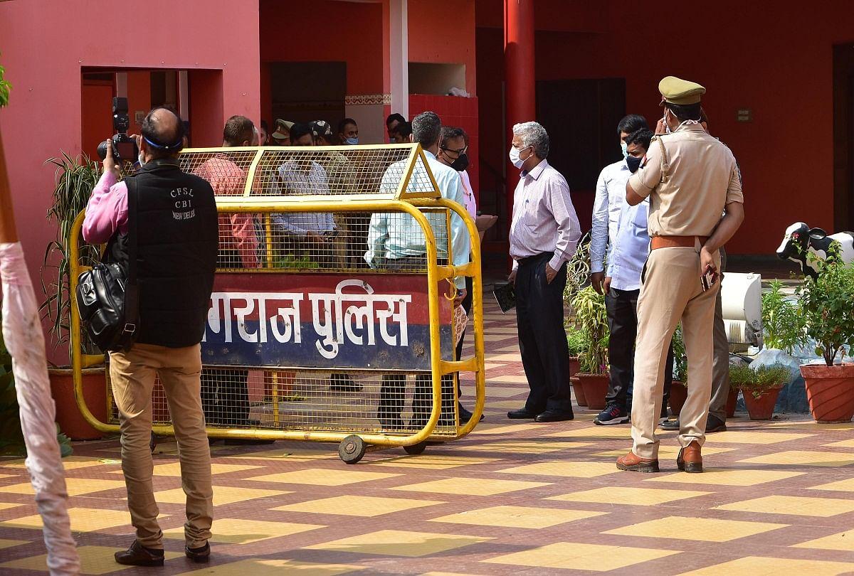 Prayagraj News: The CBI team reached the Mutt Baghambari Gaddi to investigate the death of Mahant Narendra Giri.