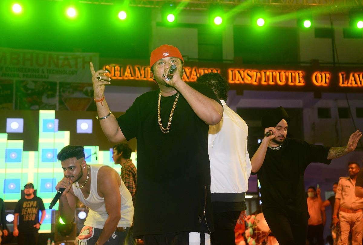 Prayagraj News : Singer Yo Yo Honey Singh performing at Eureka organized at Shambhunath Institute of Engineering and Technology.