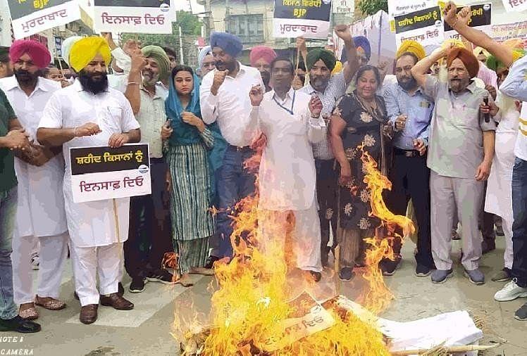 पंजाब में प्रदर्शन: कांग्रेस, आप व शिअद ने फूंके पुतले, लखीमपुर खीरी घटना के खिलाफ दिखा उबाल