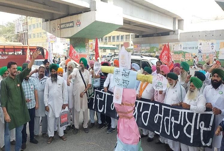 लखीमपुर खीरी हिंसा: पंजाब में किसान जत्थेबंदियों ने फूंके भाजपा नेताओं के पुतले, मंत्री अजय मिश्रा को गिरफ्तार व कानून रद्द करने की मांग