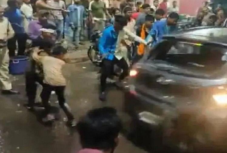 Bhopal News: दुर्गा विसर्जन करने जा रही भीड़ पर चढ़ा दी कार, सात लोग घायल, एक ही हालत गंभीर