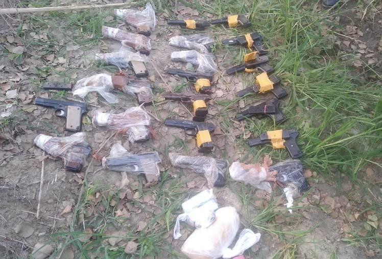 पंजाब को दहलाने की साजिश नाकाम: पाकिस्तान से आई हथियारों की बड़ी खेप, 22 पिस्तौल, 44 मैगजीन और हेरोइन बरामद