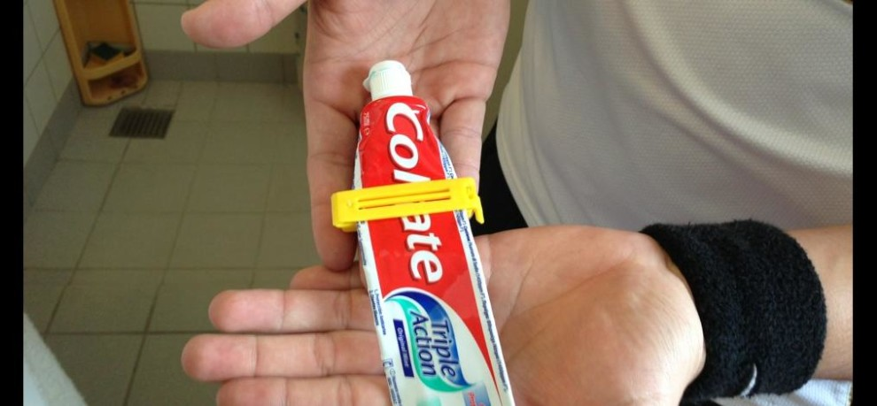 Use of toothpaste, life hacks