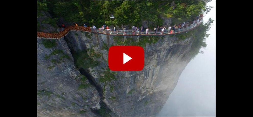 Amazing 1,500 meter high glass bottomed walkway opened to public