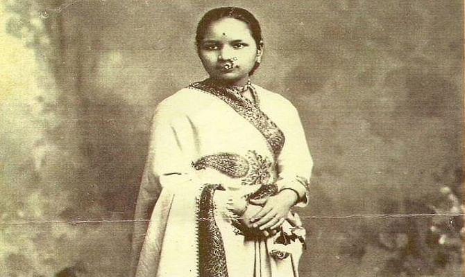 kadambini ganguly Kadambini ganguly (født 18 juli 1861, død 3 oktober 1923) var en av de første kvinner som tok universitetsutdannelse i britisk india og den første kvinnelige.