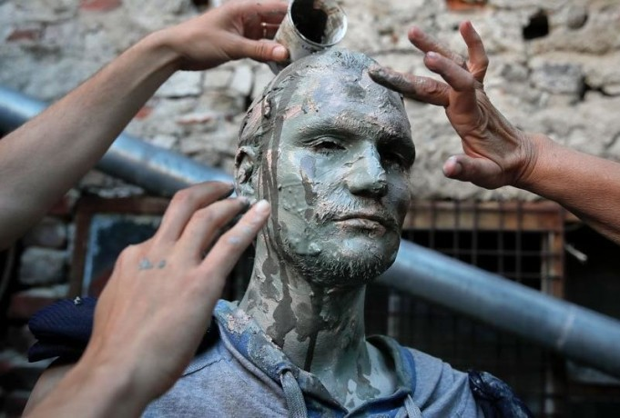 Imges from living statues festival will amaze you