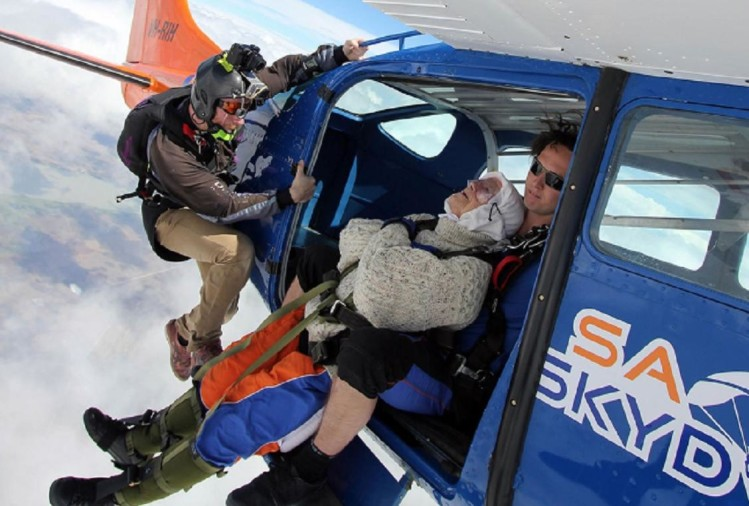 102 Year Old Australian Woman Jumped From 14000 Feet Breaks Skydiving World Record