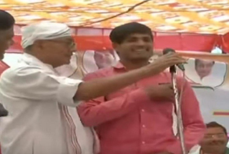 congress candidates digvijay singh on rs 15 lakhs youth says modi did surgical strike video viral