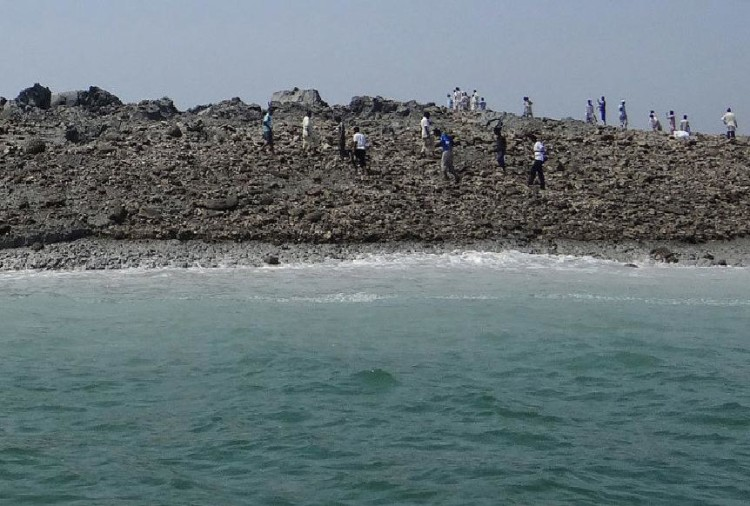pakistan island disappears which was formed by earthquake