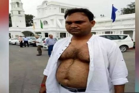 AAP MLA torn his shirt in front of delhi assembly