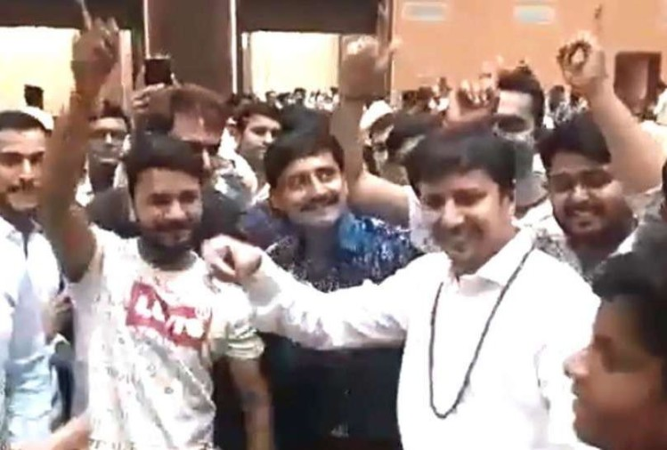 viral video of akash vijayvargiya dance on khalnayak song