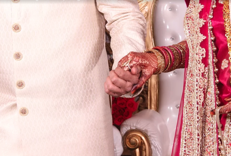 bride saw ex boyfriend during marriage rituals and cancel marriage