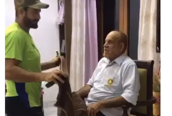 viral video of irfan pathan shave his father beard