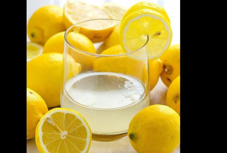 viral video of creative way to squeezing lemon without slicing