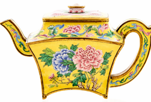 Man Hits jackpot during corona pandamic found vintage teapot  in garage box