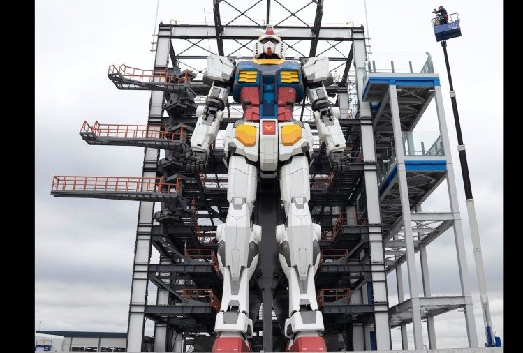watch 60 foot tall gundam robot viral video people did hilarious comment on it