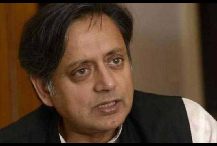 shashi tharoor got defeated by 10th class student in english