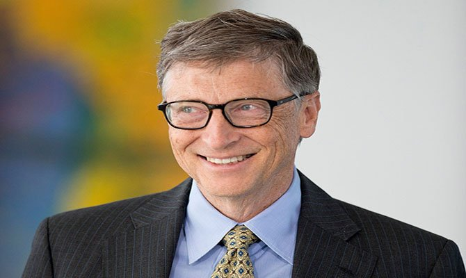BERLIN, GERMANY - NOVEMBER 14: Bill Gates, co-founder of the Bill & Melinda Gates Foundation and former head of Microsoft, visits the German federal chancellery on November 14, 2013 in Berlin, Germany. Gates was expected to discuss how Germany's government could work with his foundation to meet many of the Millennium Development Goals by 2015, when the country assumes presidency of the G8. (Photo by Michael Gottschalk/Photothek via Getty Images)