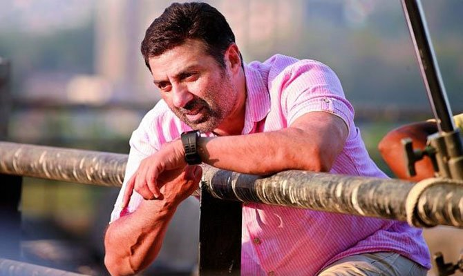 2015_12image_16_47_213406409sunny-deol-2_0-ll