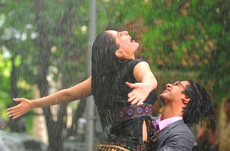 बारिश में सभी को पसंद हैं चाय-पकौड़े और बॉलीवुड के ये गाने
